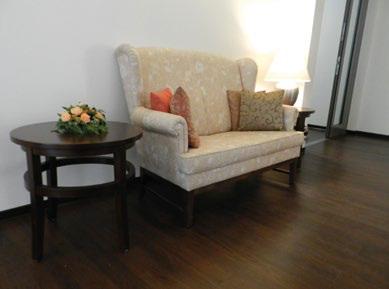 seniorengerechte sessel und bequeme sofas medicasa pflegebetten. Black Bedroom Furniture Sets. Home Design Ideas
