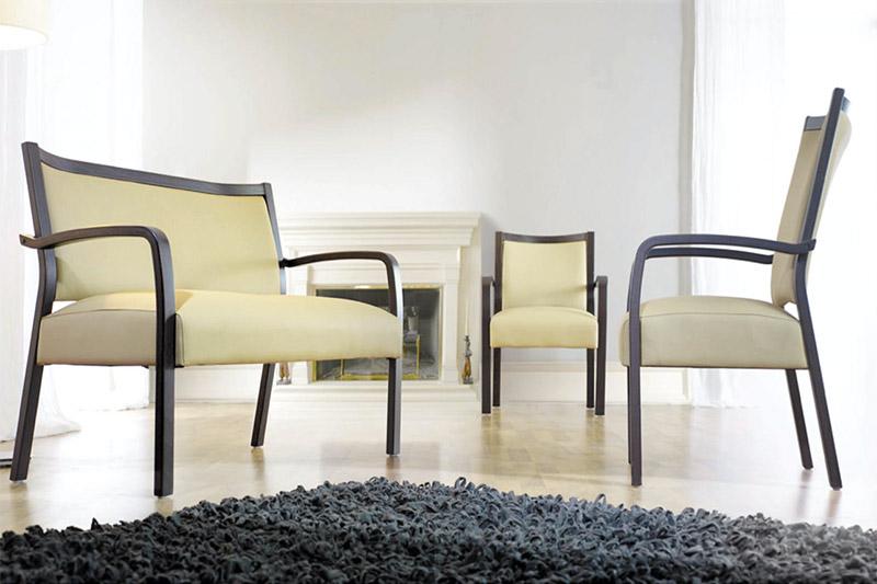 st hle und tische f r senioren medicasa pflegebetten. Black Bedroom Furniture Sets. Home Design Ideas