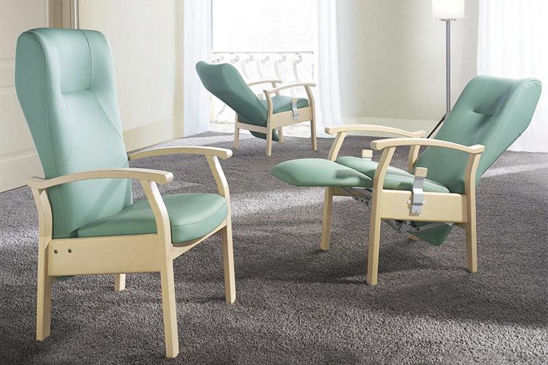 Stühle und Tische für Senioren - mediCasa Pflegebetten